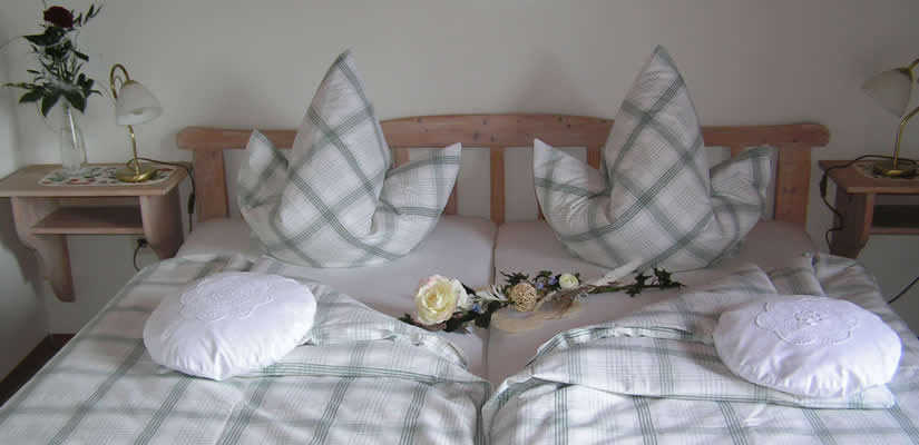 schlafzimmer mit rose